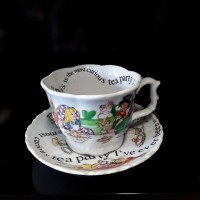 Alice in Wonderland - Large Breaky Cup