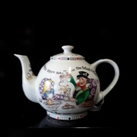 Alice in Wonderland - 4 Cup Tea Pot