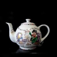 Alice in Wonderland - 4 Cup Tea Pot