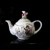 Alice in Wonderland - 2 Cup Tea Pot
