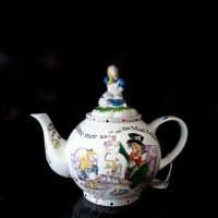 Alice in Wonderland - 6 Cup Tea Pot
