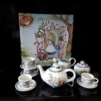 Alice Miniture Set ( Thru the looking glass )